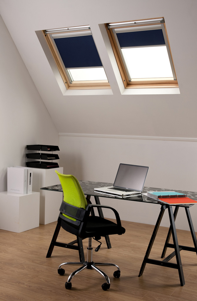 dachfensterrollos f r velux dachfenster. Black Bedroom Furniture Sets. Home Design Ideas